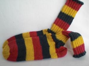 handgestrickte warme Socken in Gr. 34/35, schwarz/rot/gelb kaufen  - Handarbeit kaufen