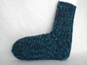 handgestrickte warme Kindersocken in Gr. 24/25, dunkelblau und grün gemustert kaufen - Handarbeit kaufen