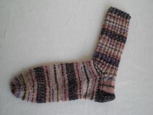 handgestrickte warme Socken in Gr. 38/39, beige/lila gemustert kaufen - Handarbeit kaufen