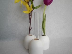 weiße kleine Holz-Vasen (3 zusammen) mit kl. Reagenzglas, 5 cm, Tischdeko, kaufen  - Handarbeit kaufen