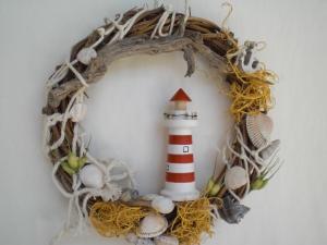 kleiner Türkranz mit Leuchtturm aus Holz, maritime Deko, Handarbeit kaufen