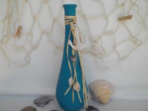 Eine blaue Dekoflasche, Vase, maritim dekoriert, 25 cm Tropfenform kaufen  - Handarbeit kaufen