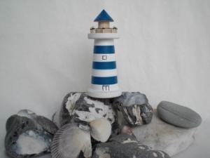 kleiner gedrechselter Holz-Leuchtturm in blau und weiß, 9 cm, maritime Deko kaufen