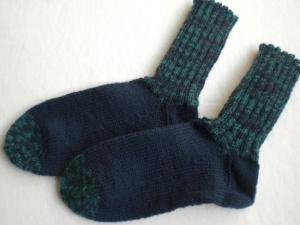 handgestrickte warme Socken in Gr. 30/31, dunkelblau/grün, kaufen   - Handarbeit kaufen