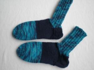 handgestrickte warme Socken für Kinder in Gr. 26/27 verschiedene Blautöne, kaufen  - Handarbeit kaufen