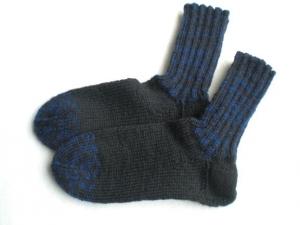 handgestrickte warme Socken für Kinder in Gr. 26/27 in schwarz und blau, kaufen  - Handarbeit kaufen