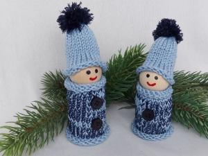 2 kleine Wichtel, gedrechselt und bestrickt in blau, 11 und 10 cm, kaufen   - Handarbeit kaufen