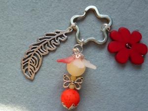 Handgefertigter Schlüsselanhänger Blumenelfe aus Polaris in rot - Geschenk für Mädchen -