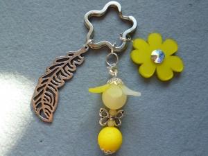 Handgefertigter Schlüsselanhänger *Blumenelfe* aus Polaris - Geschenk für Mädchen -