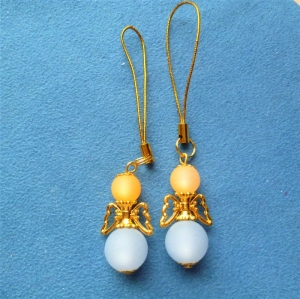 Handgefertigter Geschenkanhänger  *Engelchen in hellblau mit goldenen Flügeln* im 2er Set - Handarbeit kaufen