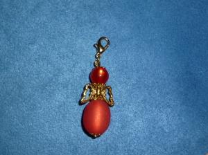 Handgefertigter Charmanhänger *Engelchen in rot mit goldenen Flügeln - Handarbeit kaufen