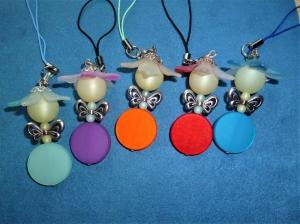 Handgefertigter Taschenbaumler *Blumenfee  aus Polarisperlen* mit silberfarbenem Schmetterlingsflügel im 5er Set  - Handarbeit kaufen