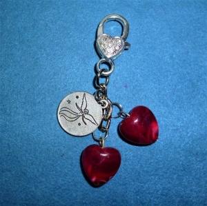 Handgefertigter Schlüsselanhänger/Taschenanhänger  mit rubinroten Herzen zum Valentinstag - Handarbeit kaufen