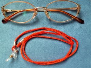 Handgeflochtenes Brillenband  aus Schmuckkordel - Rot - Geschenkidee für Frauen -