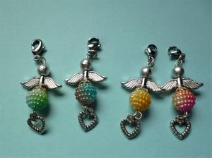 Handgefertigter Charmanhänger *Engelchen mit Herz* für Armband oder Kette im  4er Set - Handarbeit kaufen
