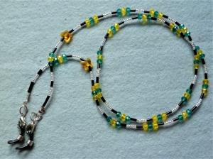 Handgefädelte Brillenkette/Maskenkette in grün-gelb mit bernsteinfarbenen Kristallschmetterlingen - Geschenkidee zum Muttertag - Handarbeit kaufen