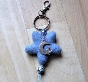 Handgefertigter *Schlüsselanhänger/Taschenbaumler * Filzstern Kätzchen auf dem Mond* - Geschenk für Mädchen - - Handarbeit kaufen