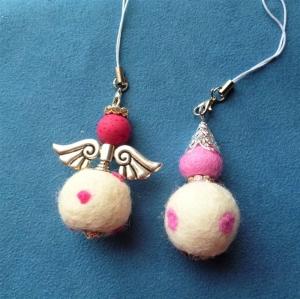 Handgefertigter Schlüsselanhänger/Taschenbaumler *Engel und Wichtel im Set*  - Geschenk für Frauen und Mädchen - - Handarbeit kaufen