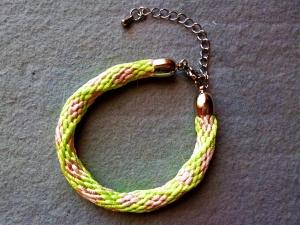 Handgeflochtenes Blütenarmband  in Pastellfarben  rosa-hellgrün-weiß nach der japanischen Flechtkunst  Kumihimo - Handarbeit kaufen