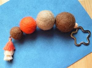 *Schlüsselanhänger* XL *braun-orange *handgefertigt* Schlüsselring *Blütenform* - Geschenk für Mädchen und Frauen - - Handarbeit kaufen