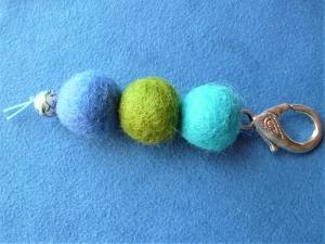 * Taschenanhänger* mit Schmuckkarabiner - Geschenk für Frauen und Männer - - Handarbeit kaufen