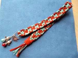 Handgeflochtenes Lesezeichen aus Alcantara in rot-türkis mit Mini-Engelchen  - Handarbeit kaufen