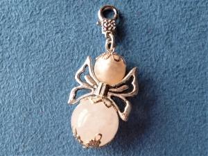 Handgefertigter Charmanhänger *Engel* aus einer Rosenquarzperle - Geschenk für Frauen und Mädchen - - Handarbeit kaufen
