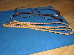 Handgeflochtenes Brillenband aus Schmuckkordel dreifarbig - Für Frauen und Mädchen - - Handarbeit kaufen