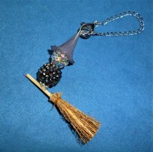 Handgefertigte Hexe auf Besen -  zu Halloween - Geschenkidee - Handarbeit kaufen