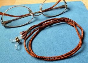 Handgeflochtenes Brillenband  aus Schmuckkordel - braun - Geschenkidee für Männer  - Handarbeit kaufen
