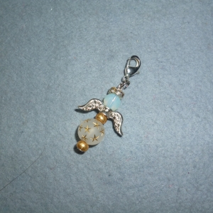Handgefertigter Charmanhänger *Engelchen bicolor*- Geschenk für Mädchen und Frauen -  - Handarbeit kaufen
