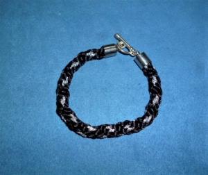 Handgeflochtenes Armband nach der japanischen Flechtkunst Kumihimo aus Satin- und Glitzerkordel - Geschenk für Mädchen und Frauen                                         - Handarbeit kaufen
