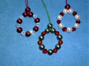 Handgefertigter Baumschmuck aus Kristall -und Perlmuttperlen - Perlenkränzchen  3er Set -  - Handarbeit kaufen