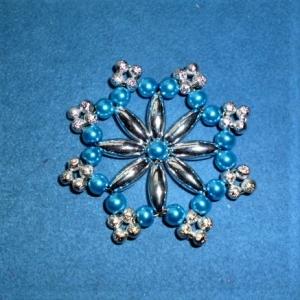 Weihnachtsstern aus Perlen  - Schöner Christbaumschmuck - Geschenkanhänger  - Handarbeit kaufen