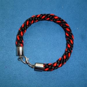 Handgeflochtenes Armband nach der japanischen Flechtkunst Kumihimo aus Satinkordel - Geschenk für Mädchen, Frauen und Männer - - Handarbeit kaufen