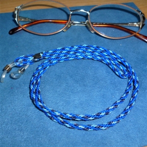 Handgeflochtenes Brillenband  aus Schmuckkordel in 3 Blautönen - Geschenk für Frauen und Männer - - Handarbeit kaufen