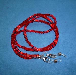 Handgefädelte zierliche  Brillen-/Airpod-Kette/Maskenkette in rot - Geschenk zum Muttertag -  - Handarbeit kaufen