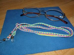 Handgeflochtenes Brillenband  aus Schmuckkordel bunt - Geschenkidee für Frauen und Mädchen -    - Handarbeit kaufen