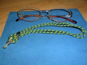 Handgeflochtenes Brillenband  aus Schmuckkordel für Sonnenbrillen, Lesenbrillen und kabellose Kopfhörer - Handarbeit kaufen