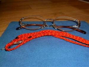 Handgeflochtenes Brillenband  aus Schmuckkordel für Sonnenbrillen, Lesebrillen und kabellose Kopfhörer - Handarbeit kaufen