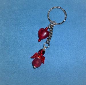 Handgefertigter  Schlüsselanhänger  mit  rotem Herz und rotem Engel zum Valentinstag   - Handarbeit kaufen