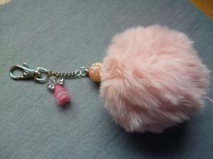 Schlüsselanhänger/Taschenbaumler *altrosa Fellpuschel* - Geschenk für Mädchen und Frauen -    - Handarbeit kaufen