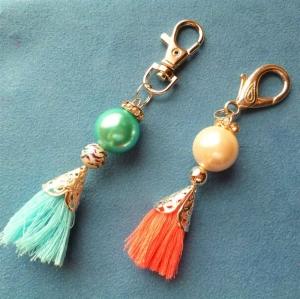 Handgefertigte  Taschenanhänger/Schlüsselanhänger * Quaste * - im 2 Set  türkis und koralle - - Handarbeit kaufen