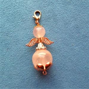 Handgefertigter Charmanhänger *RosenEngel* aus Rosenquarz - Geschenk für Frauen und Mädchen -  - Handarbeit kaufen