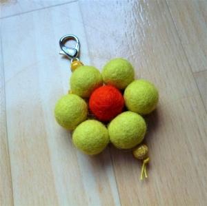 Schlüsselanhänger/Taschenbaumler * Blüte* - Geschenk für Mädchen und Frauen -   - Handarbeit kaufen