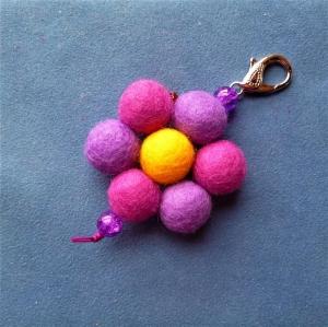 Schlüsselanhänger/Taschenbaumler * Blüte* - Geschenk für Mädchen und Frauen -   (Kopie id: 100277330) - Handarbeit kaufen