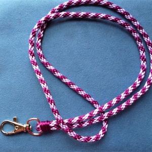Schlüsselband lang  aus Satinkordel handgeflochten  - Geschenk für alle -   - Handarbeit kaufen