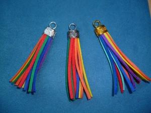Handgefertigte  Quasten *Regenbogen*  aus Kunstleder - Handarbeit kaufen