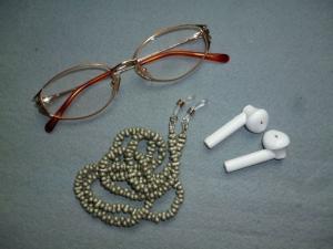 Handgefädelte zierliche Brillenkette *olivgrün*  - Handarbeit kaufen