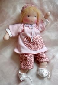 Versand kostenlos Stoffpuppe 30 cm Babypuppe mit 2 Anzüge in Handarbeit aus Naturmaterialien hergestellt  - Handarbeit kaufen